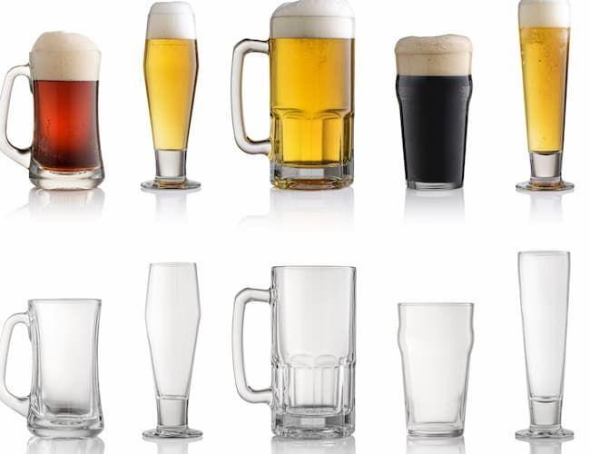 無色ガラスのビールグラス