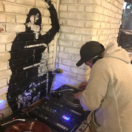 DJとしても活動する田中さん