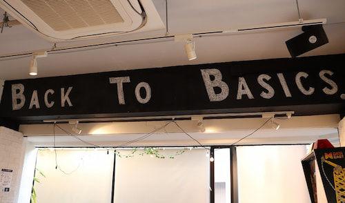 店内には「Tokyo Aleworks」のブランドコンセプト「BACK TO BASICS」の文字