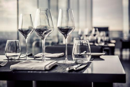 なぜワイングラスで飲むのか?