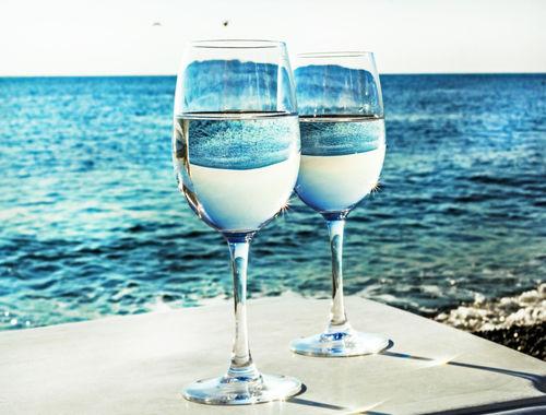 ワイングラスで飲んでおいしい日本酒とは