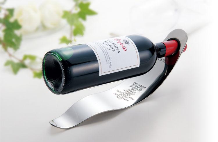 お気に入りのボトルがインテリアに。モダンなデザインの不思議なワインラック