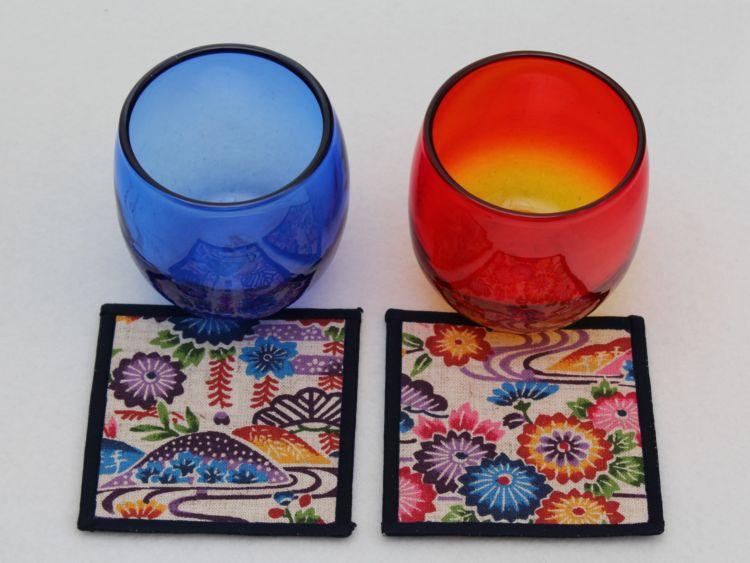 色鮮やかな2色のグラスセット