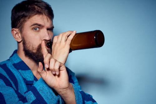 ビールは入浴前だけでなく、入浴後や二日酔いの朝も避けたいもの