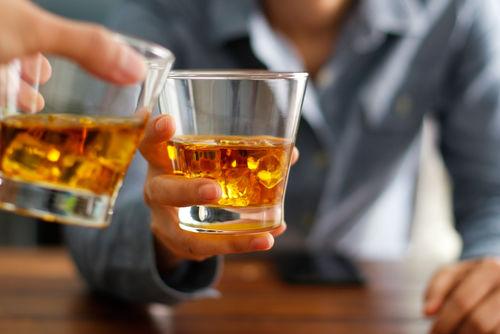 ウイスキーの適量はダブルで1杯、シングルなら2杯