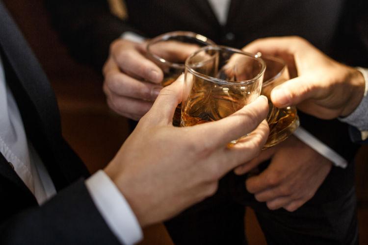 ウイスキーをより深く楽しむ「チェイサー」を賢く活用しよう