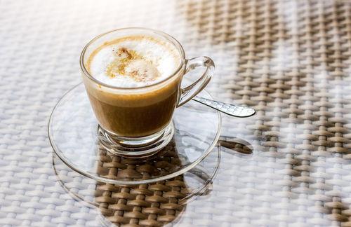 アイリッシュコーヒー以外にも、さまざまなコーヒーカクテルが