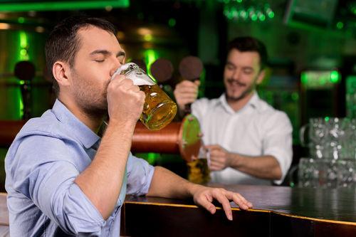 ビールをジョッキで飲む理由とは?