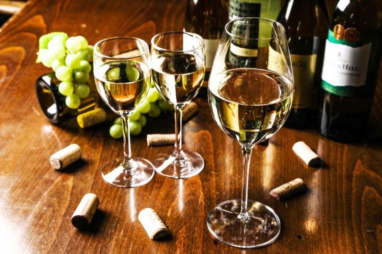 約100種類のワインをほぼ仕入れ値で飲める「会員価格システム」