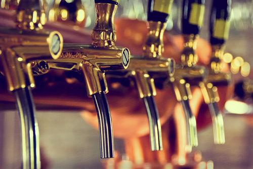 「日本橋ブルワリー」は、国内外のクラフトビールがたのしめる専門店