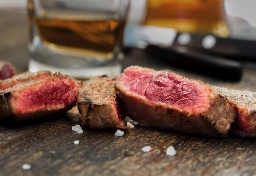 ウイスキーと好相性なステーキ肉
