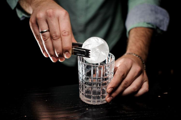 ウイスキーを演出する「丸氷」の秘密に迫る