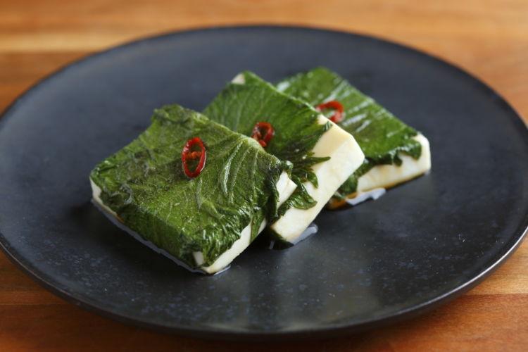 たのしみ方いろいろ、カンタンおつまみ常備菜「大葉のめんつゆ漬け」