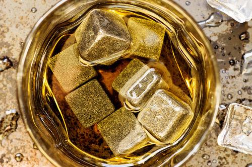 ウイスキーストーンでウイスキーを冷やす方法