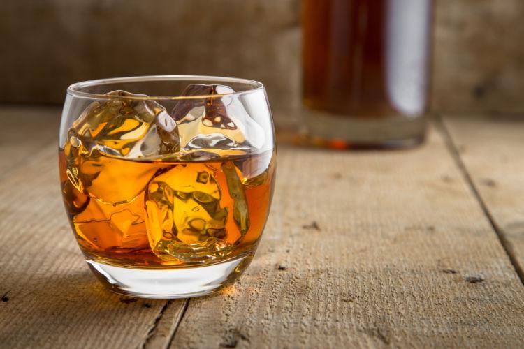 ウイスキーの通な飲み方「ハーフロック」を知ろう