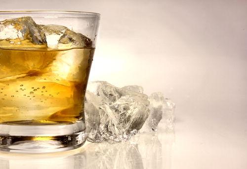 ウイスキーのハーフロックとは?