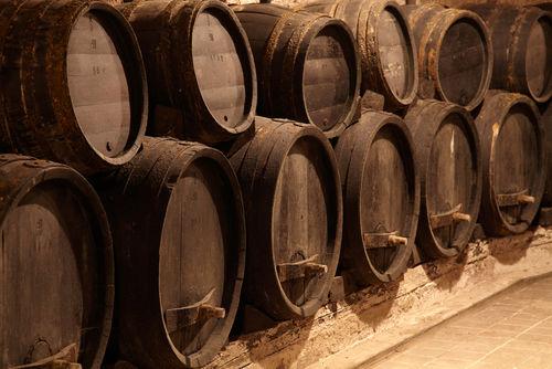 「百年の孤独」は樽で熟成させるウイスキーのような焼酎