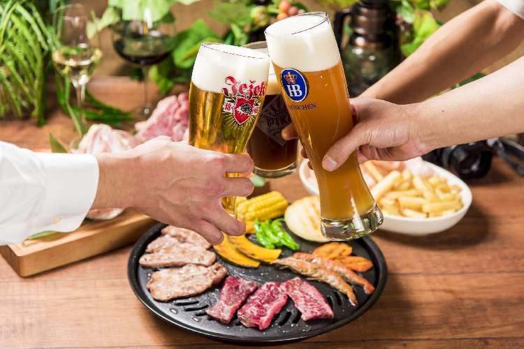 世界各国のビールや料理が常時たのしめる屋上フードコート