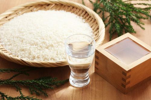 「夜明け前」は上質な米の旨味と香りが感じられる酒