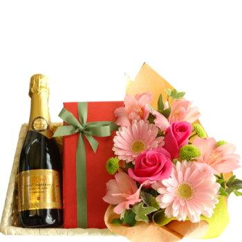 スパークリングワイン、チョコレートケーキとバラのアレンジで12月のパーティーシーンを華やかに!