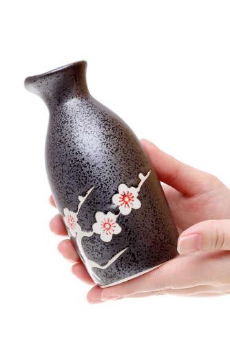 日本酒に素敵に酔いたい!女性も男性も知っておきたい日本酒のマナー