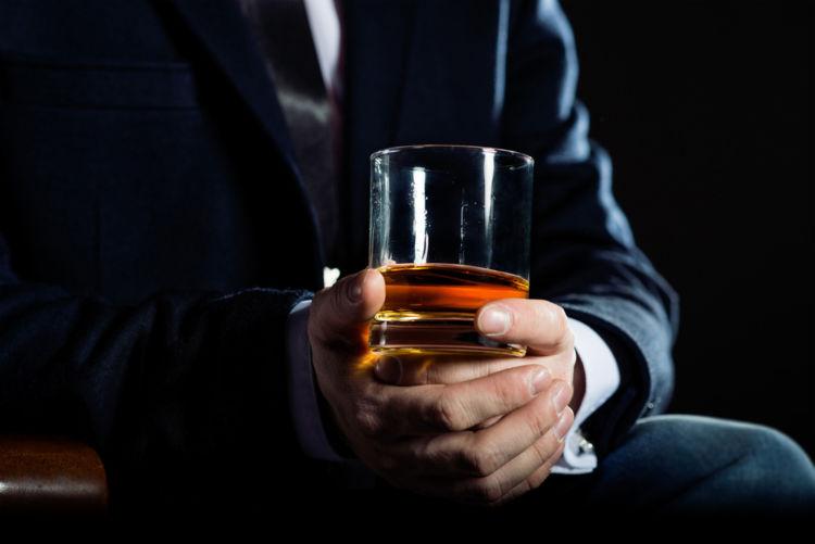働くお父さんに聞いた!オトコの1人家飲みで何をする?その魅力とは?(家飲み編)