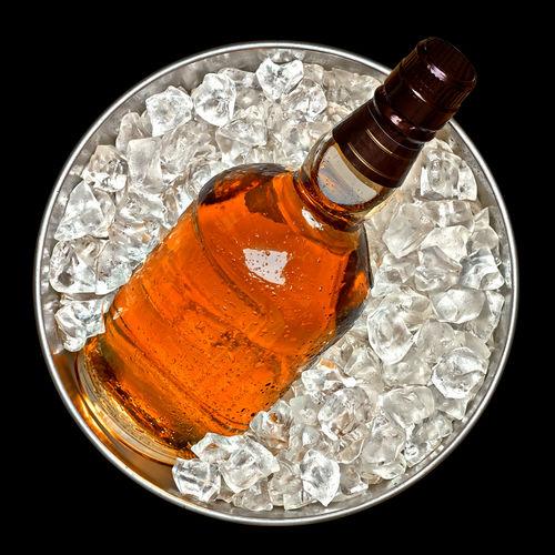 冷凍庫で冷やすと変貌するウイスキーの味と香り
