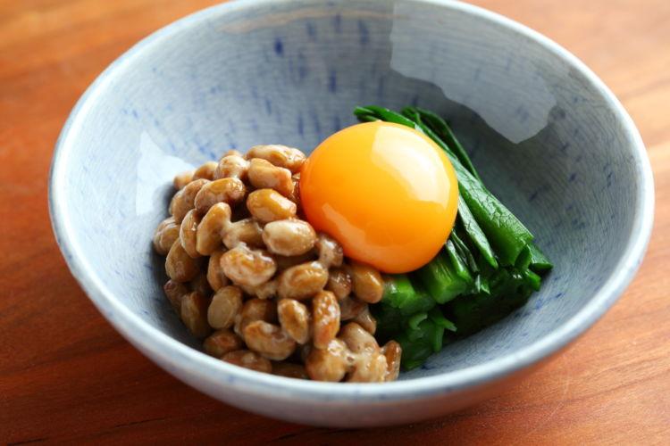 手軽にできるスタミナ系おつまみ「ニラたま納豆」