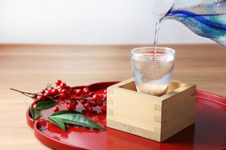 日本酒の「盛りこぼし」とは? その意味や飲み方を知ろう!《SAKE DIPLOMA監修》
