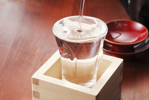 盛りこぼしは升酒でたのしむのが本格派?