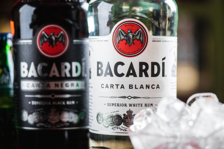 「バカルディ・カクテル」にバカルディ社以外のラムを使うのが禁止されている理由