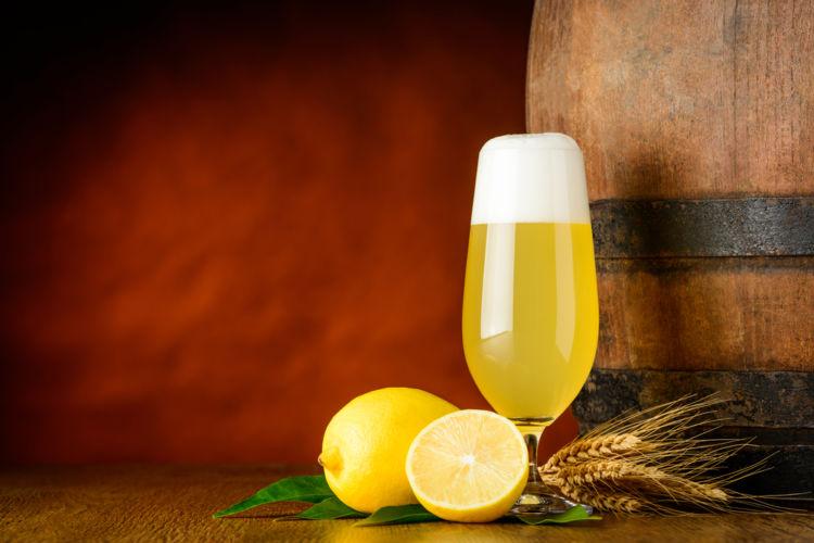 ビールにレモンを加えた「レモンビール」を自宅で手軽にたのしもう!