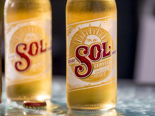 メキシコビールのなかでも軽い飲み口をたのしめる「Sol」
