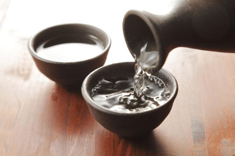 日本酒をぬる燗でおいしく飲む、その温度とポイント