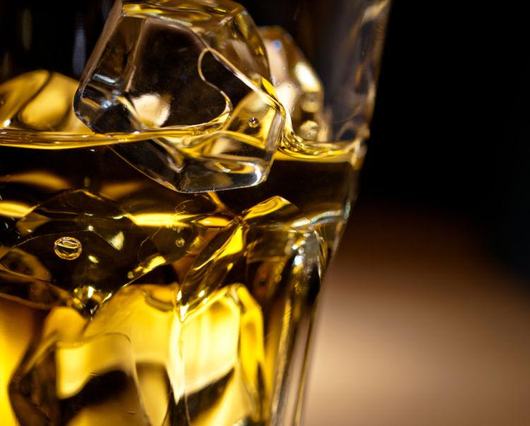 ウイスキーの水割りのポイントは「水」「氷」「濃さ」にある!