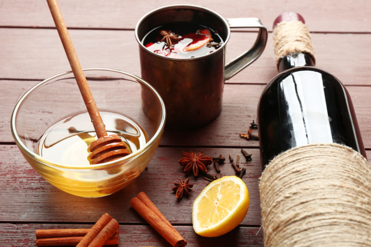 はちみつの香りをもつワインも…「ワイン✕はちみつ」の甘い関係とは?レシピもご紹介します!