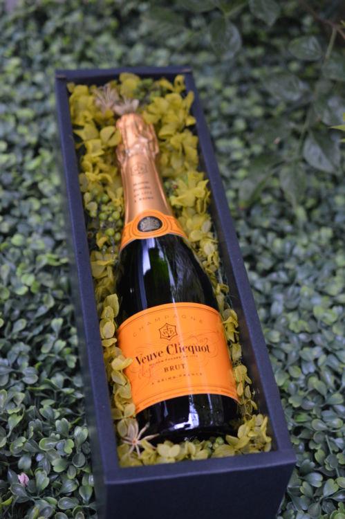 人気シャンパン「ヴーヴ・クリコ」を美しいギフトに