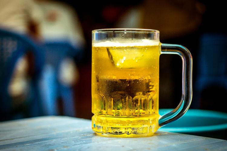 ビールに氷を入れると味はどう変わる?