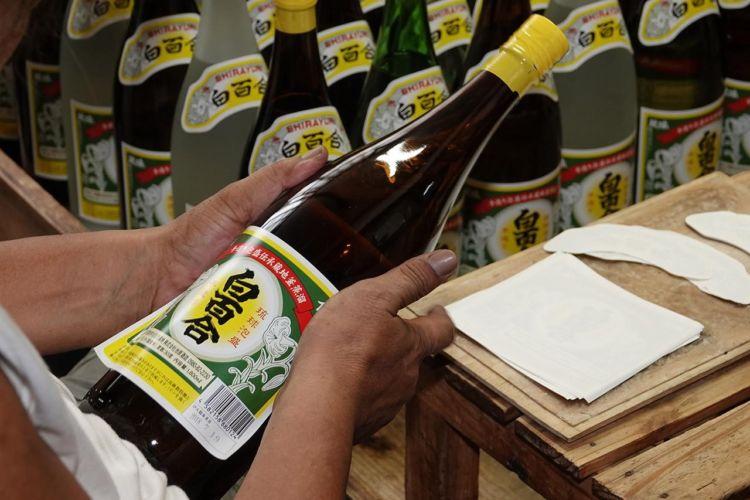 沖縄の焼酎(泡盛)【白百合(しらゆり)】昔ながらの伝統が醸す手造り泡盛