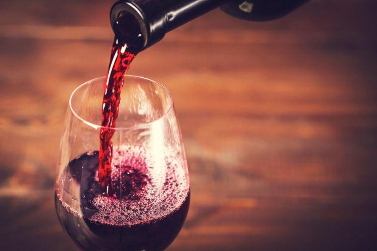 ワインの注ぎ方を正しく知って、スマートにワインをたのしもう!