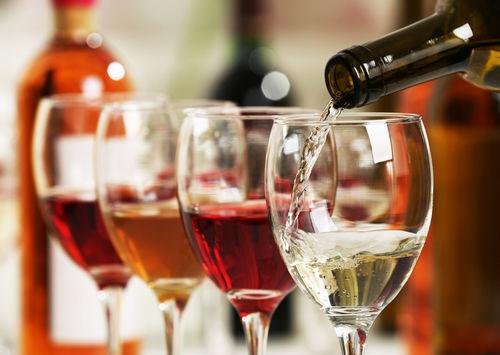 ワインの注ぎ方2 ワインを注ぐにあたってのポイント