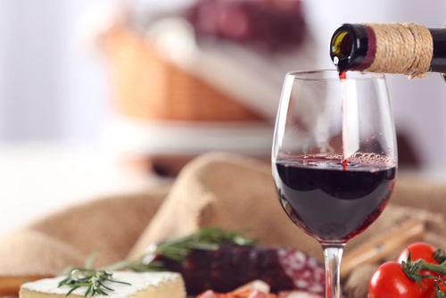 ワインの注ぎ方3 ワインを注ぐ順番やタイミング