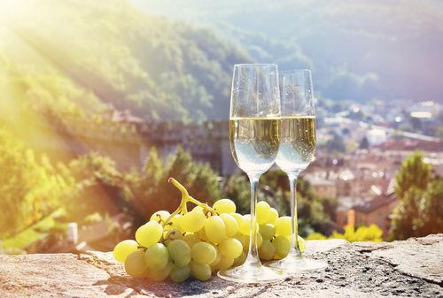 スパークリングワインとシャンパンの違いとは?