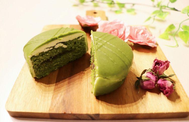 「香る抹茶小豆 ショコラケーキ」におすすめなのは ・・・ 梅酒のソーダ割り