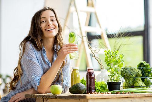 焼酎×野菜ジュース、人気の背景は「ギルトフリー」