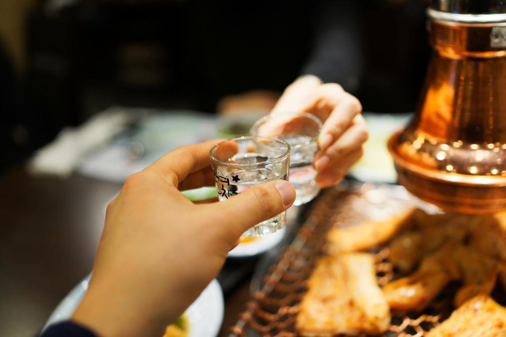 日本と韓国では異なるお酒の文化とマナー