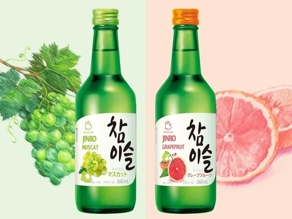 『チャミスル』のグレープフルーツとマスカットの2つのフレーバーは、口当たりの良い爽やかさとフルーツの芳醇な香りから韓国国内だけでなく、日本でも着実にファンを増やしています。チャミスルは知っているが、フルーツフレーバーの存在は知らなかったという方はぜひ、一度試してみてほしい一杯です。