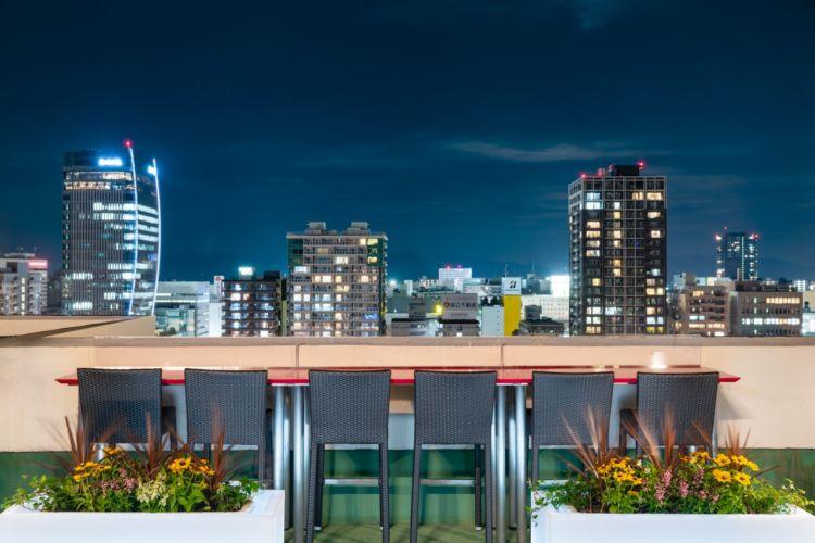 新潟の夜景を眼下に楽しめるカウンター席「Tシート」